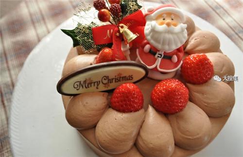 聖誕來了,漂亮的聖誕蛋糕...12-19-2014:12-19-19.jpg