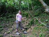 2009-0712-再訪小粗坑古道&石牛山驚險行:06-小魚~拍張照吧~.jpg