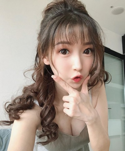 「芳小如」正妹美女圖庫10P