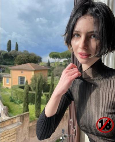 「透視裝裡沒穿內衣」女星梅朵沃克曬上空照,粉絲意外非常埋單