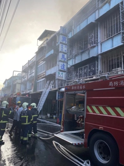 「屏東內埔火警」火勢於20分鐘內撲滅,3人遭輕微嗆傷