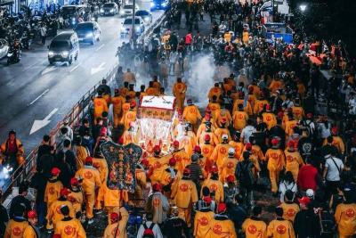 「艋舺青山王」遶境活動放鞭炮惹民怨,發表聲明道歉