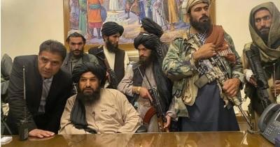 「阿富汗總統逃跑」現金塞滿4車、直升機!多到裝不下丟機場