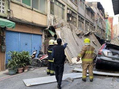 「高雄外牆倒塌」關鍵原因建物老舊、地震連串關聯性!