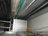現場審驗_KH299:KH2990575_兩棟大樓管道間線架直接穿過樓地板,完工後再以防火泥填塞