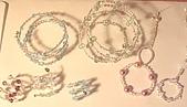 手工藝品:最近用鐵絲和珠珠做的手環,戒指..etc