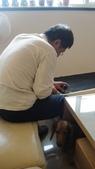 2012.12.27~31老爺到中國上海:2012.12.27收納沙發裝滾輪 (3).JPG