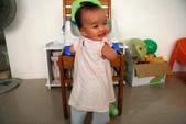 2010.09.26 可菲週歲生日:20100917可菲站起來了01.JPG