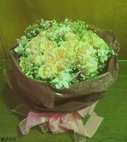 淺粉色玫瑰白蝴蝶蘭滿天星花束設計 - 情人節花束