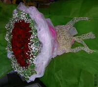 99朵紅玫瑰滿天星長春藤花束設計 - 情人節花束