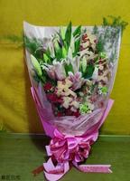 黃蝴蝶蘭粉百合紅玫瑰伯利恆之星花束設計 - 花束