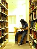 淡江圖書館:館內明亮的閱讀環境