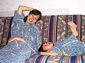 20060728北海道:101穿著和服躺著休息.jpg