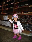 20060901小寶寶遊油車寮:我買了一雙木屐喔