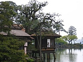 20070426兼六園:湖畔很有畫意
