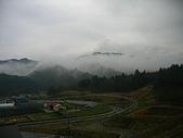20070425合掌村:很美的清晨,沿路山巒緲緲