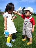 20060728北海道:027弟弟,這是我的項鍊啦.jpg