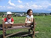 20060728北海道:052我和弟弟在山頂一起欣賞美景.jpg