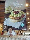 20070924松田崗:媽咪買了一份蝦x堡