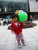 20060728北海道:165我要了一顆氣球,可是後來我不小心讓它飛走了.jpg