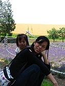 20060728北海道:038媽媽拍照,我要插花.jpg