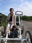 20060728北海道:122騎車遊湖,太陽好大,我不要拍照啦.jpg