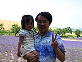 20060728北海道:039爸爸拍照,我要抱抱.jpg