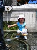 20060728北海道:091耶,這水是冰的.jpg