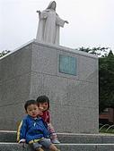 20060728北海道:167弟弟,你可不可以坐過去一點啦.jpg