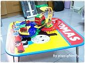 書籍用品處:湯瑪士桌子與火車組