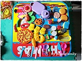書籍用品處:一堆食物炒菜玩具