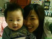 10-12個月:跟小阿姨合照