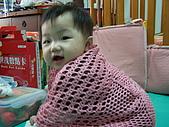 10-12個月:穿媽咪的被肩