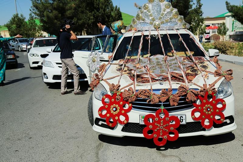 中亞大絲路五國 (2015):土庫曼新人禮車