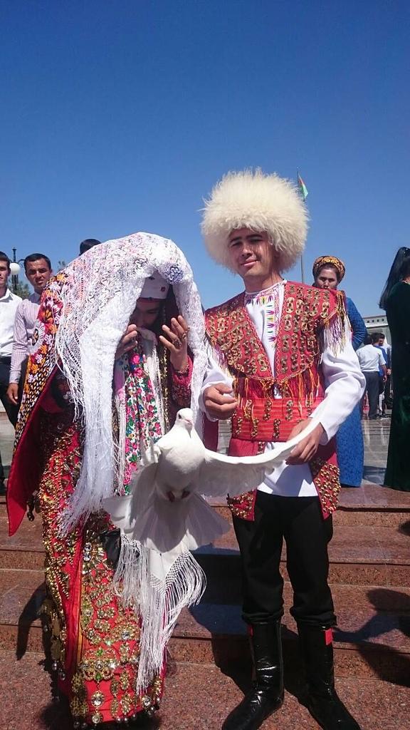 中亞大絲路五國 (2015):土庫曼新人傳統服飾