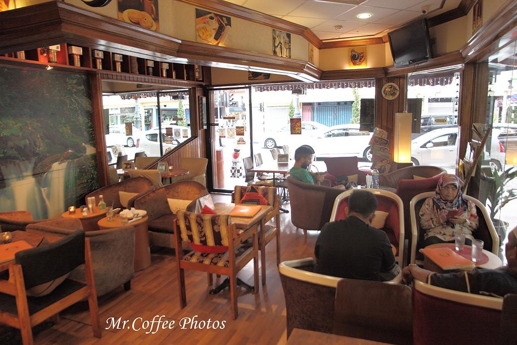 IMG_1800.jpg - 03.17-5.De Royalle Cafe