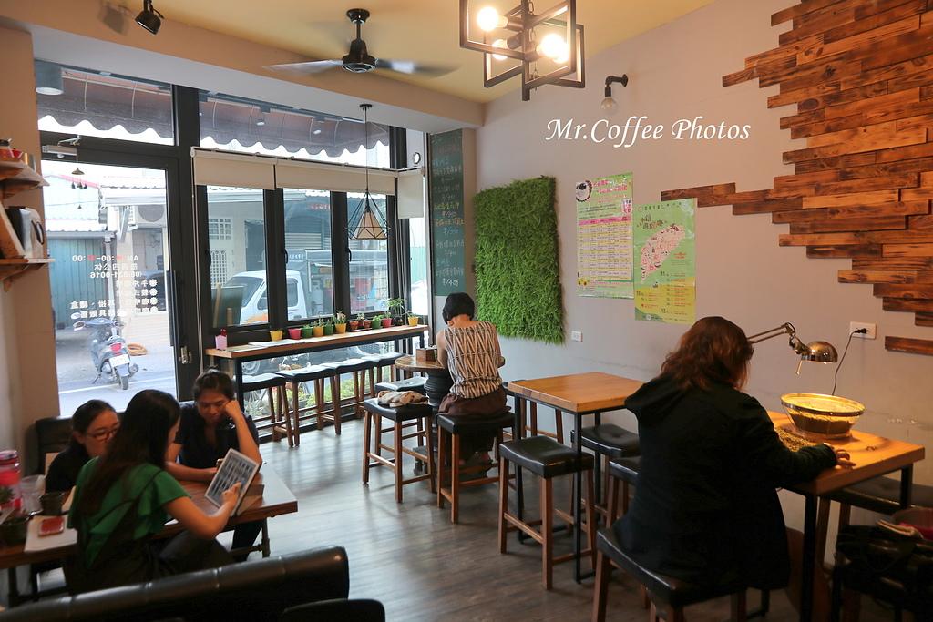 IMG_3181.JPG - D1-02 東港。莫咖啡