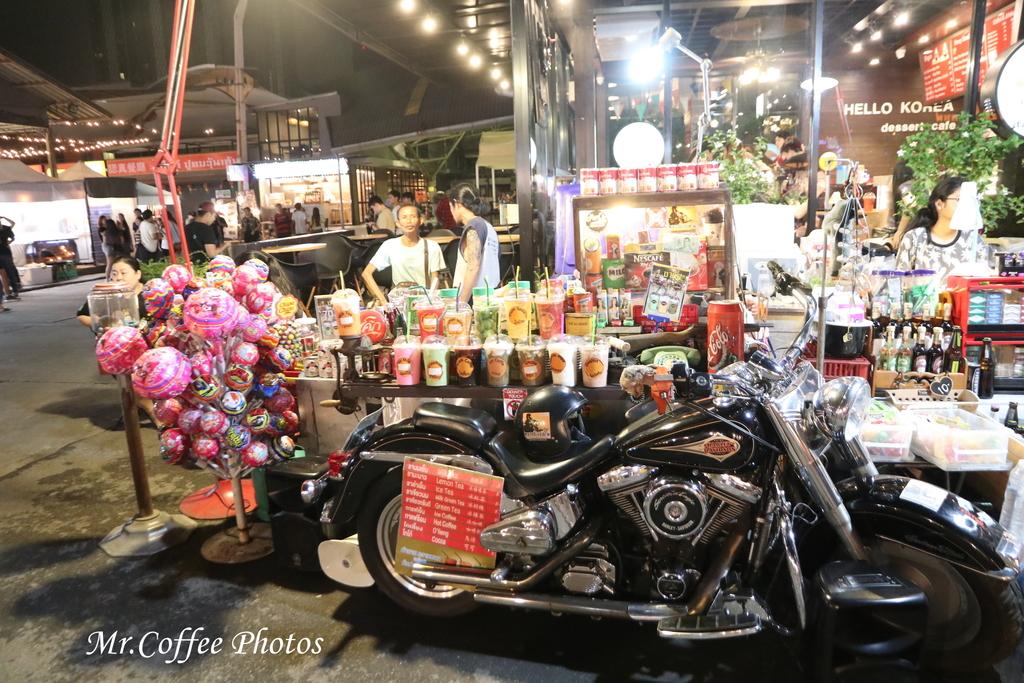 IMG_5781.JPG - D21曼谷 5天使劇場,火車市集喝咖啡
