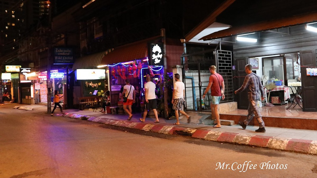 IMG_4418.JPG - D18清邁 6古城門,酒吧街