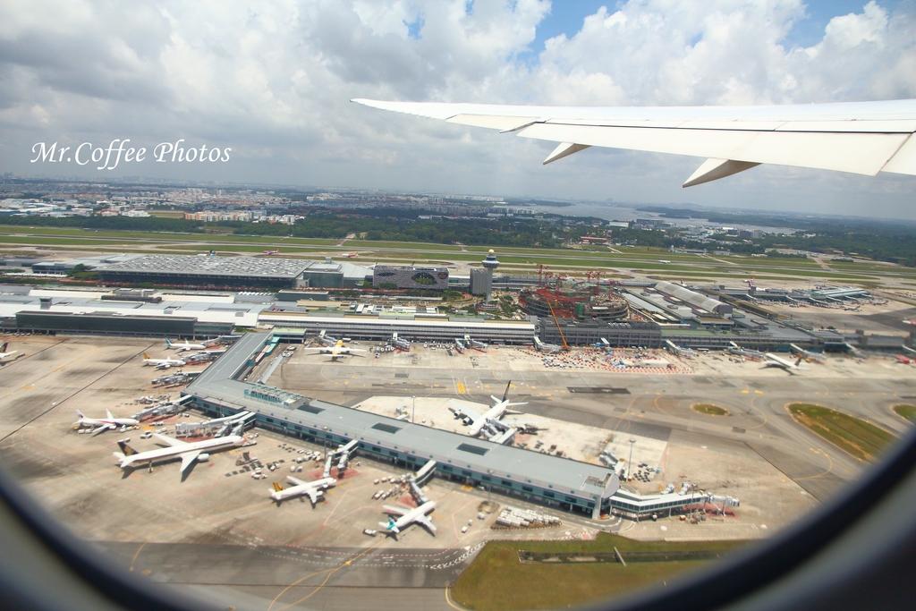 IMG_3653.JPG - 14.飛回台灣,擁擠的桃機