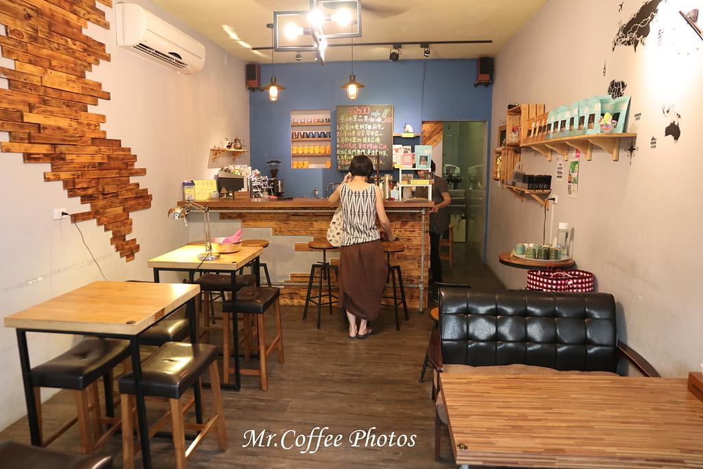 IMG_3198.JPG - D1-02 東港。莫咖啡