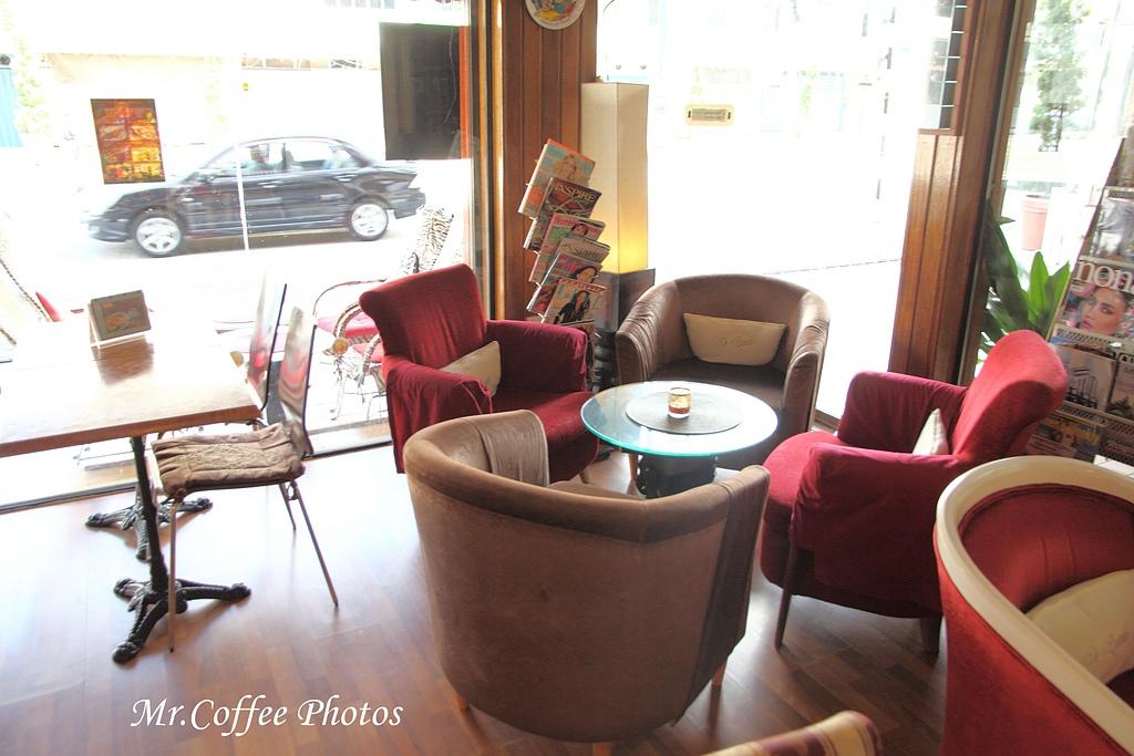 IMG_1778.jpg - 03.17-5.De Royalle Cafe