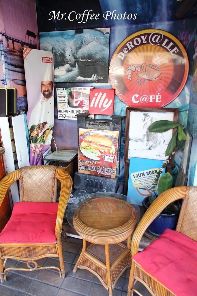 IMG_1773.jpg - 03.17-5.De Royalle Cafe