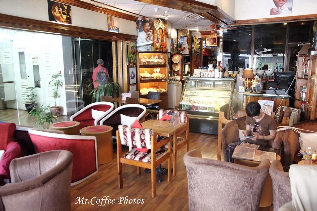 IMG_1785.jpg - 03.17-5.De Royalle Cafe