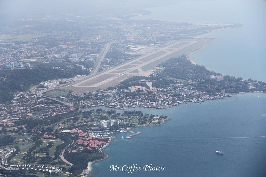 IMG_2669.JPG - 03.20-2.飛往新加坡,海上油輪