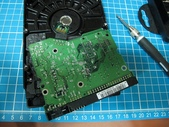硬碟的電源接腳斷了.....裏頭還有資料:3.jpg