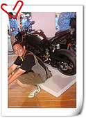 Yamaha-Family-Day :08-2455油冷站在白柱那才帥.jpg