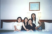 2004.6.28~7.2文藻畢旅:在飯店合照