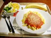 2015.2.28~3.8@義大利(DAY3):茄汁筆尖麵(4.5歐)+沙拉(3.7歐)+香蕉(1.1歐)