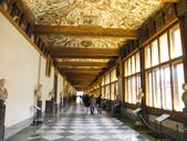 2015.2.28~3.8@義大利(DAY5):上到樓上就是一整片長廊,左邊有許多展覽廳